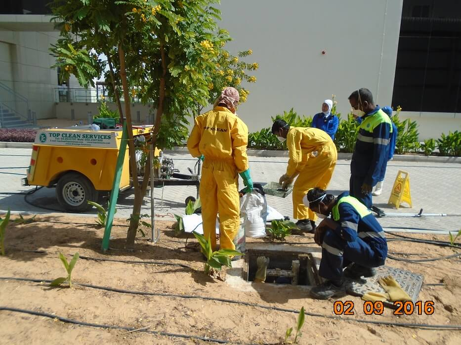 man hole cleaning -2