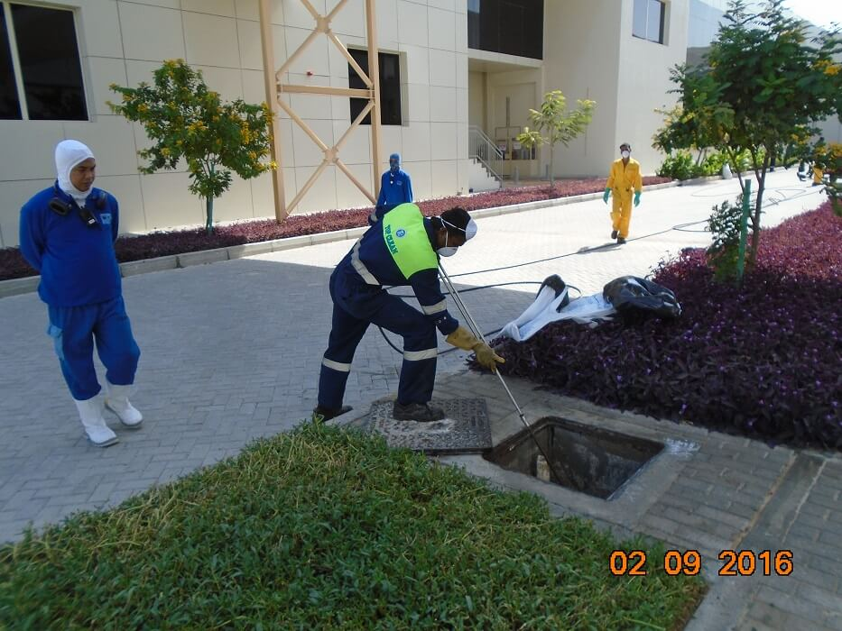 manhole cleaning-3